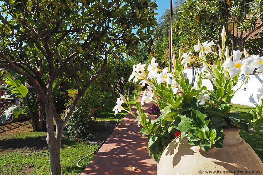 B&b in giardini naxos bed and breakfast villa vittoria
